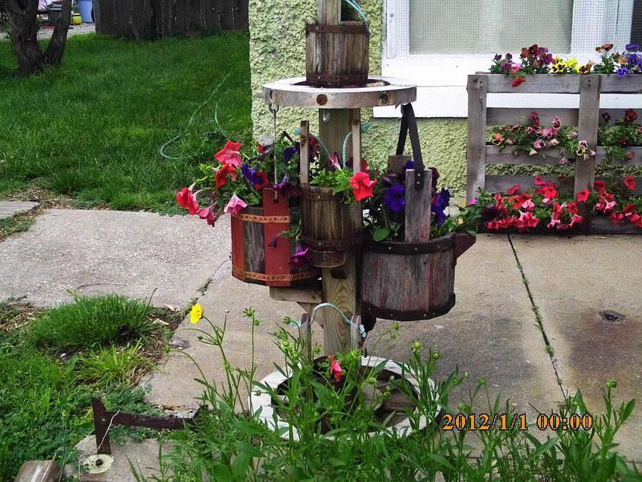 wagon wheel planter - Woodworking Project by barnwoodcreations