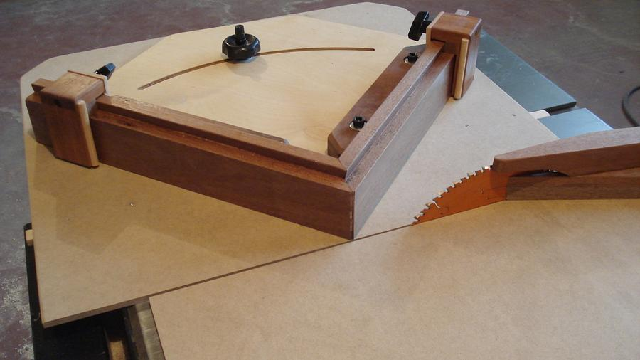 SIDEWINDER MITRE SLED - Woodworking Project by kiefer