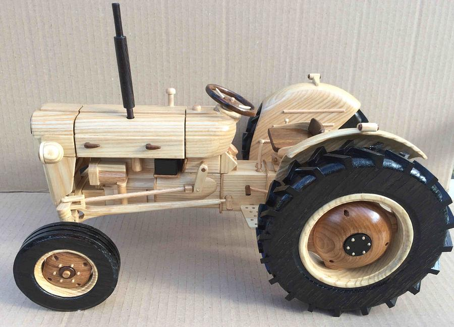 Fordson Super Dexta wooden model (third one) - Woodworking Project by Dutchy