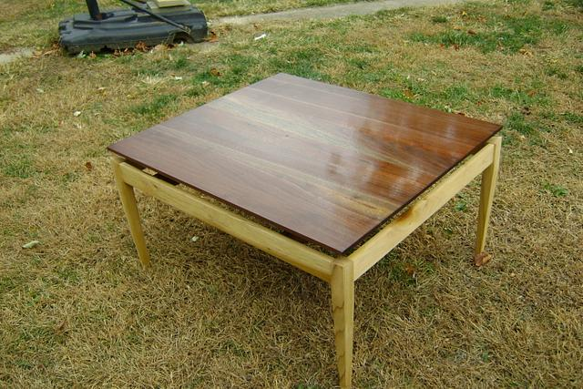 Floating top tables