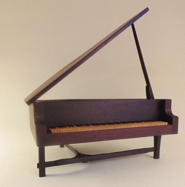 52-36 Piano box