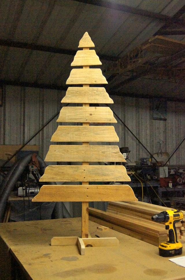 Pallet Wood Rustic Christmas Tree