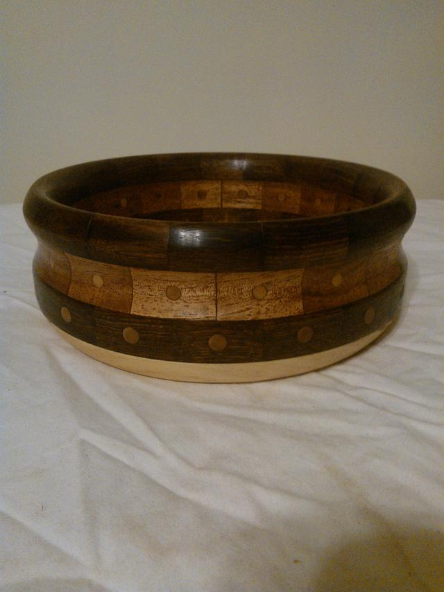 Bowl with dowels