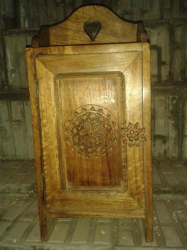 Hanging wooden box