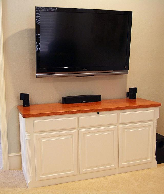 Low entertainment console