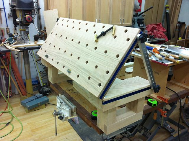 Bench top carving bench