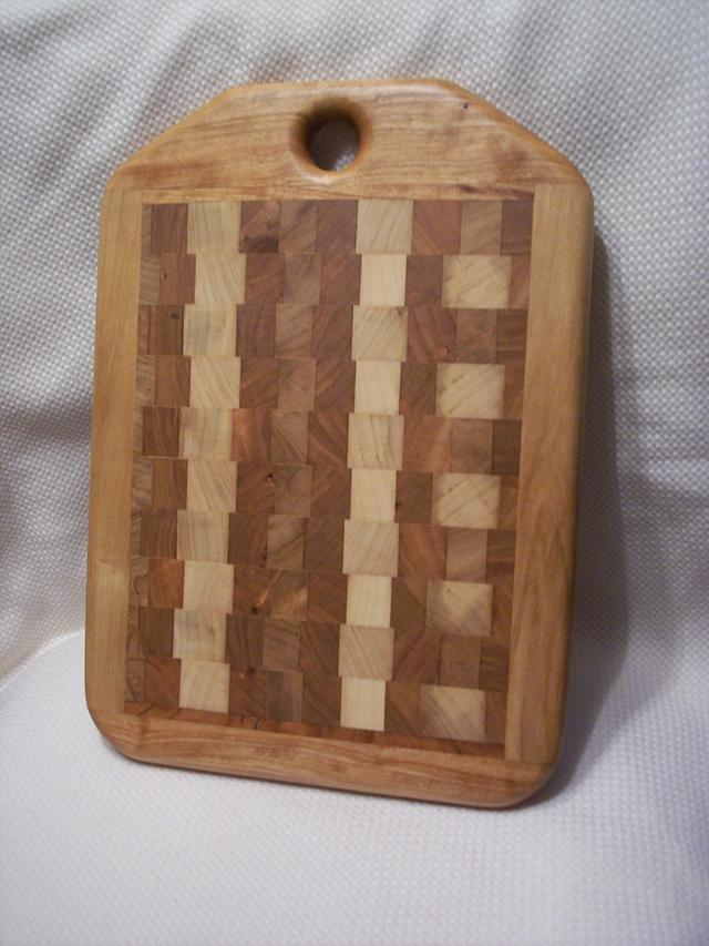 End Grain Cutting Board - Woodworking Project by ewaite