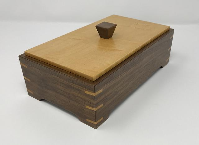 Another Walnut and Maple Keepsake Box - Woodworking Project by kdc68