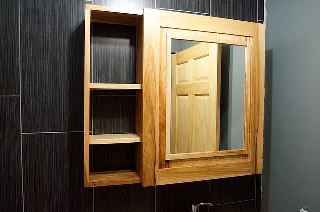 Bathroom Medicine Cabinet - Woodworking Project by Manitario