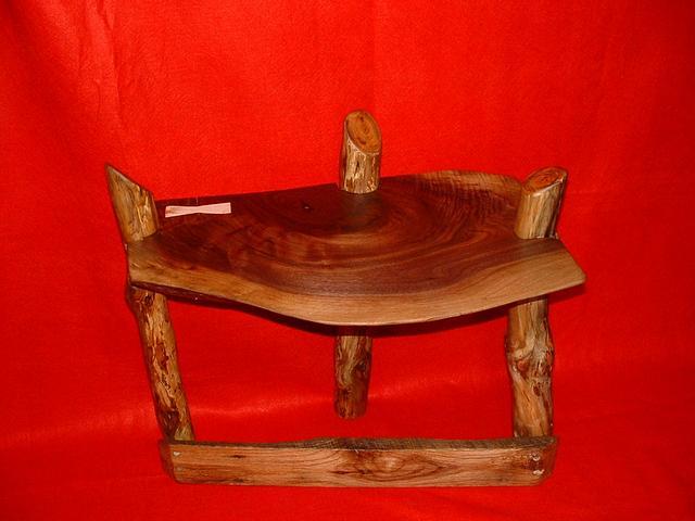walnut stool - Woodworking Project by grizzman