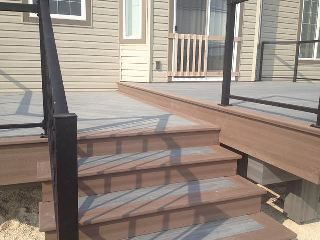 Simple 2 tiered deck