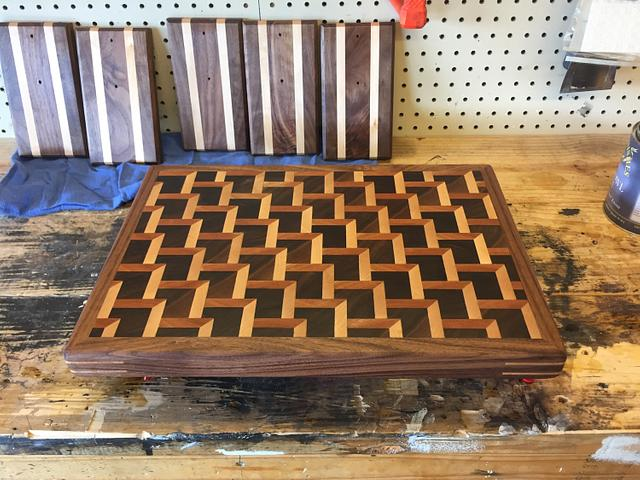 Stair stepped cutting board - Woodworking Project by TXN
