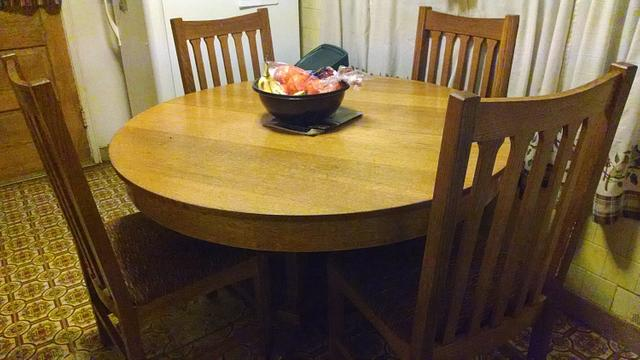 Round oak table. - Woodworking Project by kenmitzjr