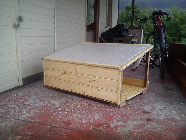 Feral cat shelter - Woodworking Project by Wolf (& Rabbit!)