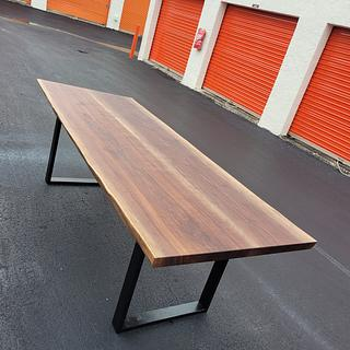 Walnut Live Edge Table - Project by Izzyswoodworking