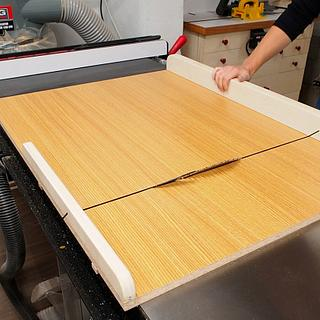 Basic 45 degree crosscut sled - Cake by Marie from DIY Montreal