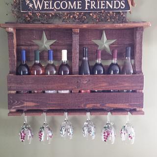Pallet wine rack - Project by Nate Ramey