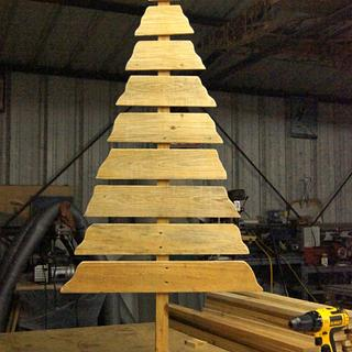 Pallet Wood Rustic Christmas Tree - Woodworking Project by Shin