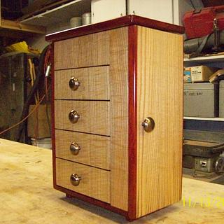 Curly Sassafras and Padauk Jewelry Box - Woodworking Project by Willie
