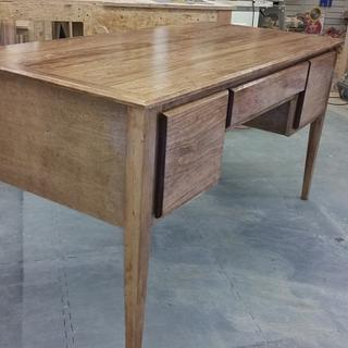 pine desk - Project by Canaan Woodworking