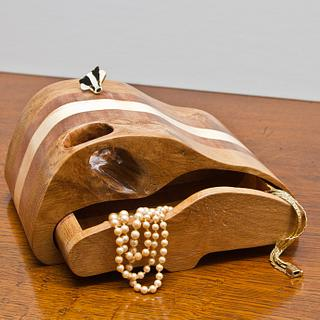 Box with a hole - Woodworking Project by Malcolm & Mark