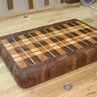 Plaid Cutting Board - Woodworking Project by Bondo Gaposis