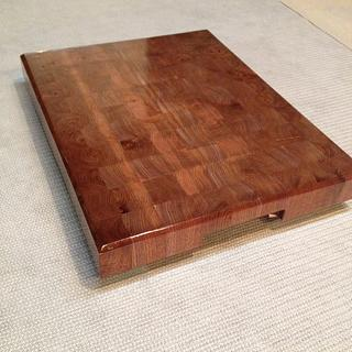 Walnut end grain butcher block with intergrated handles - Project by Hartman Woodworks