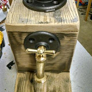 Liquor/wine dispenser - Project by Maderhausen