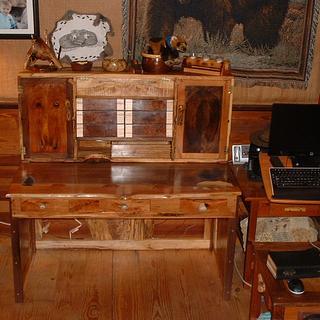 walnut and cherry desk - Cake by grizzman