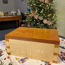 Hand cut dovetailed keepsake box  - Woodworking Project by MattL