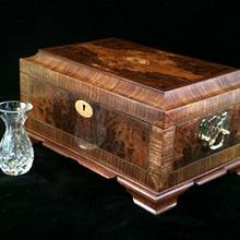 Small Walnut Humidor - Woodworking Project by RogerBean