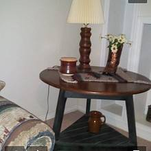 Three leg oak table - Woodworking Project by Jay