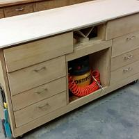Mobile workstation with built-in downdraft box