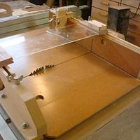 CROSS CUT SLED ( VIDEO LINK ) - Woodworking Project by kiefer