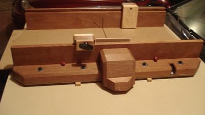 CROSS CUT SLED   - Woodworking Project by kiefer
