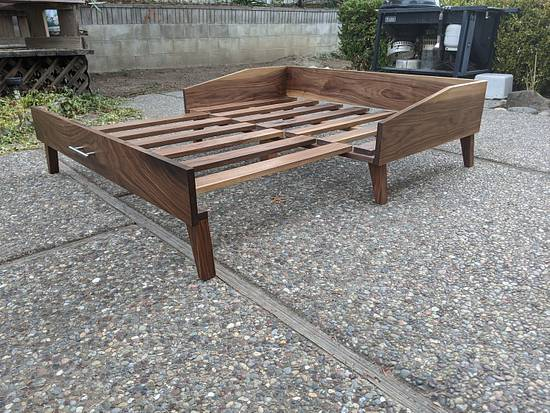 Expandable dog bed - Woodworking Project by zhwoodworking