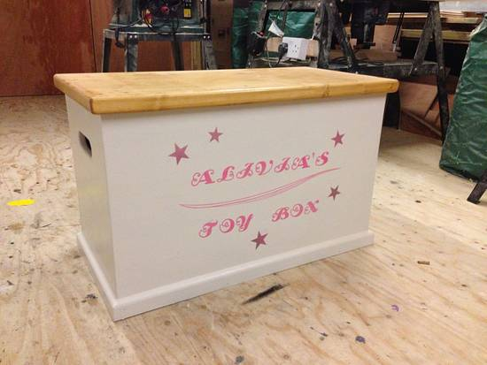 Personalised toy box - Woodworking Project by iGotWood