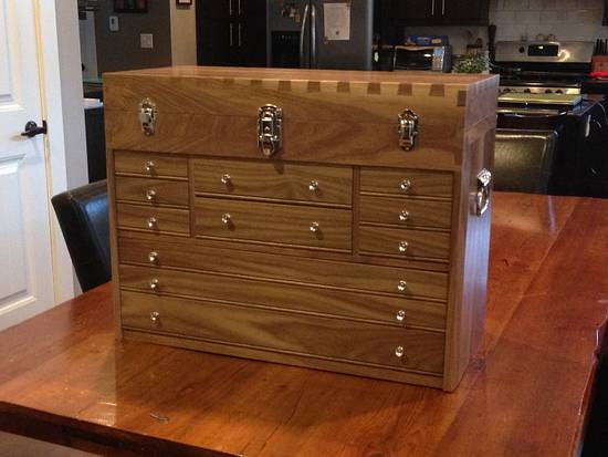 Dovetail Toolchest - Woodworking Project by Tomy Hovington
