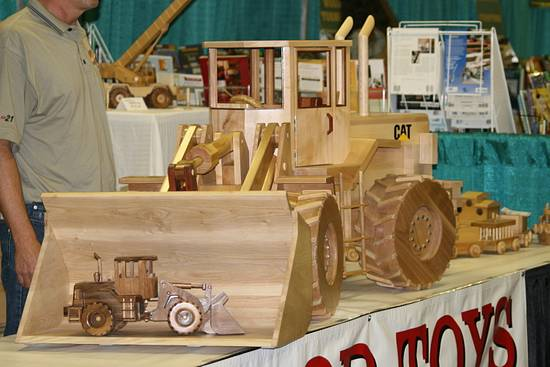 Front End Loader - Woodworking Project by Railway Junk Creations