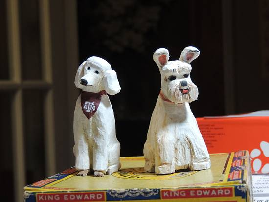 Carved dogs for friends - Woodworking Project by Rolando Pupo