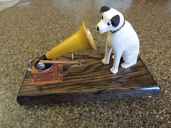 RCA dog - Woodworking Project by Rolando Pupo