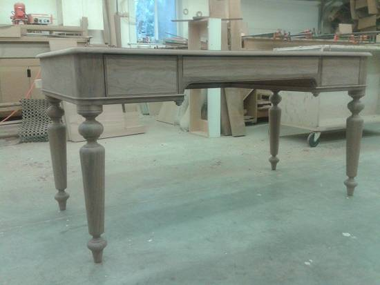 Walnut writing desk, with leather top. - Woodworking Project by Cobby