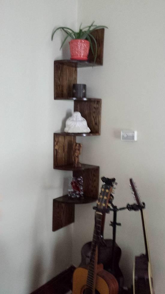 ZigZag Corner Shelf  - Woodworking Project by Mitch Breault